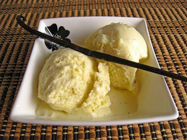 Gelato alla vaniglia fatto in casa senza gelatiera