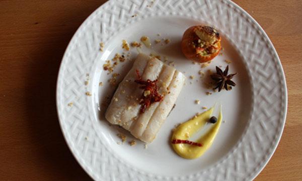 Pesce-sciabola-con-crema-di-ceci-neri,-melanzana-di-Rotonda-e-maionese-agli-aromi