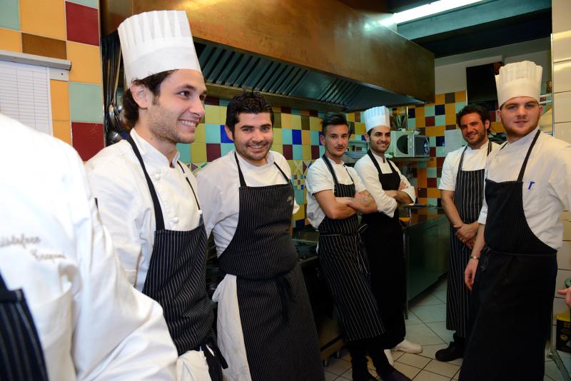 A piazzetta mil per una sera si viaggiato per il mondo di testa e di gola - Brigata di cucina ...