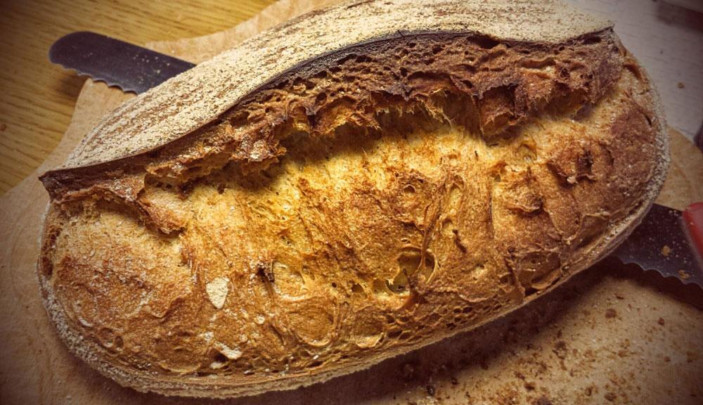 Pane con mozzarella di bufala campana DOP