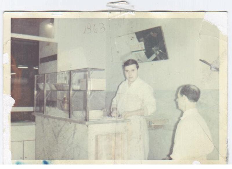 Foto-d'epoca-di-Federico-Improta-(padre-di-Giovanni)-nella-Pizzeria-22