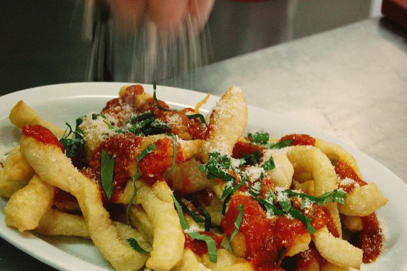 Gli-angioletti-friti-di-pasta