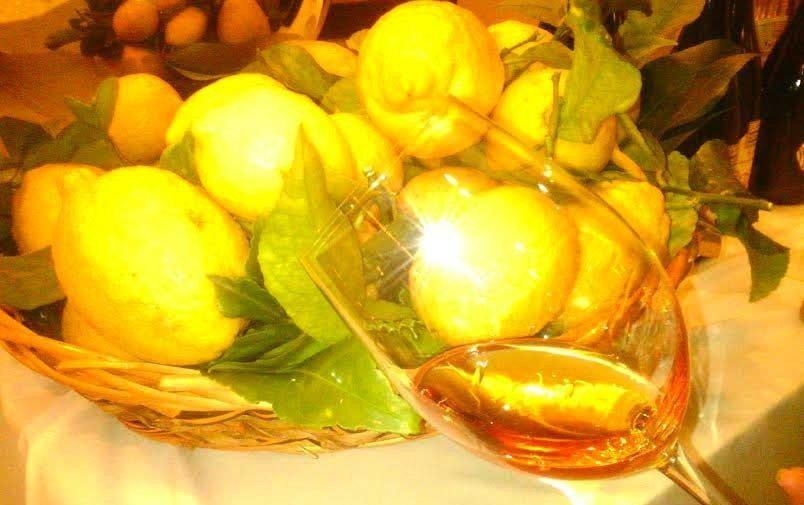 bicchiere e limoni