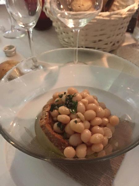 Fresellina-estiva-con-fagioli-menta-e-aglio