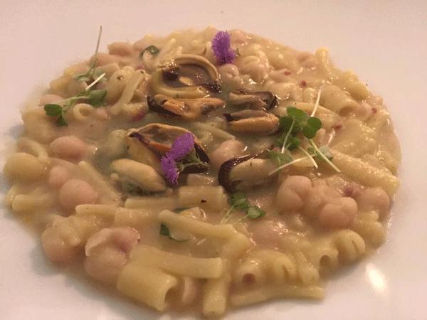 Pasta-con-fagioli-di-controne-e-cozze-affumicate