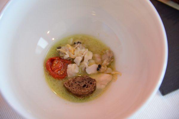 Tris di pesce zuppa di vongole e sugherello pane alle carrube sgombro beccafico e carpione, crocchette di moscardini  (3)