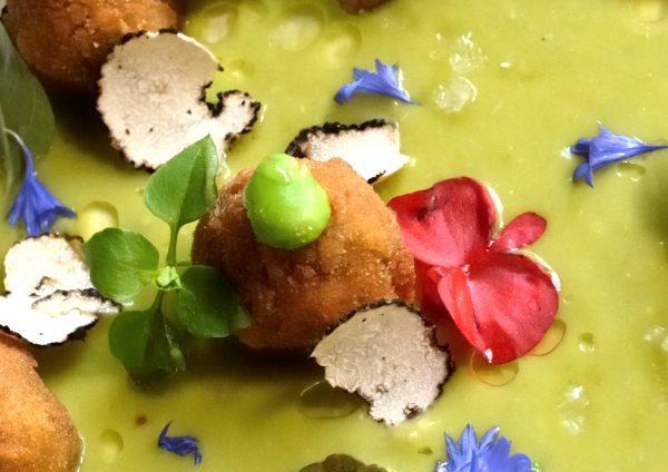 lumache croccanti su vellutata di fave e tartufo nero estivo (2)