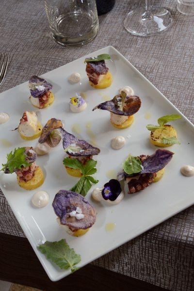 polpo e patate alla griglia,maionese,chips di patata viola ed erbe di campo (4)