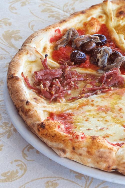 Margherita,-con-salame-e-con-acciughe-e-olive