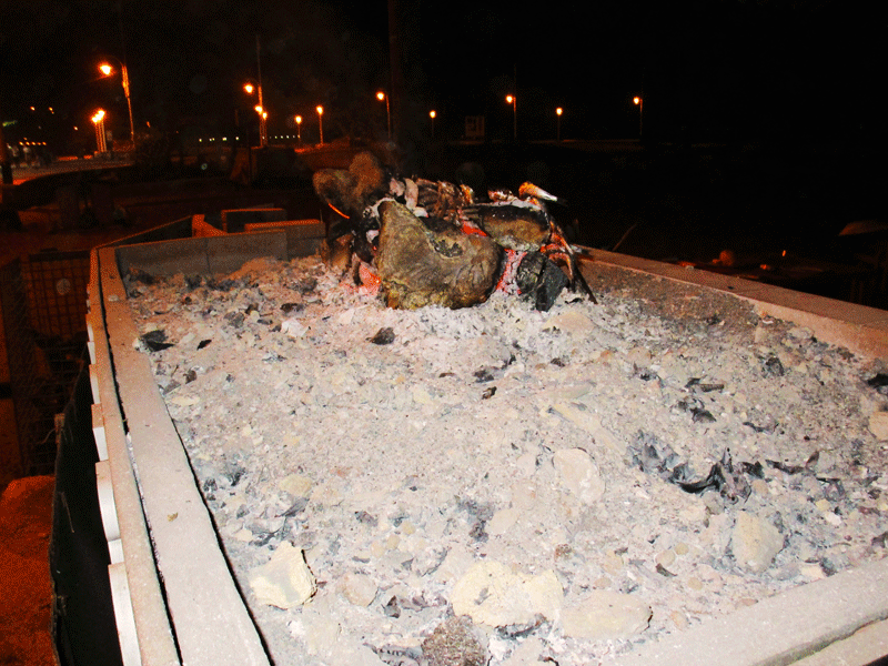 Playa-del-Dedo,-the-remains-of-the-fire