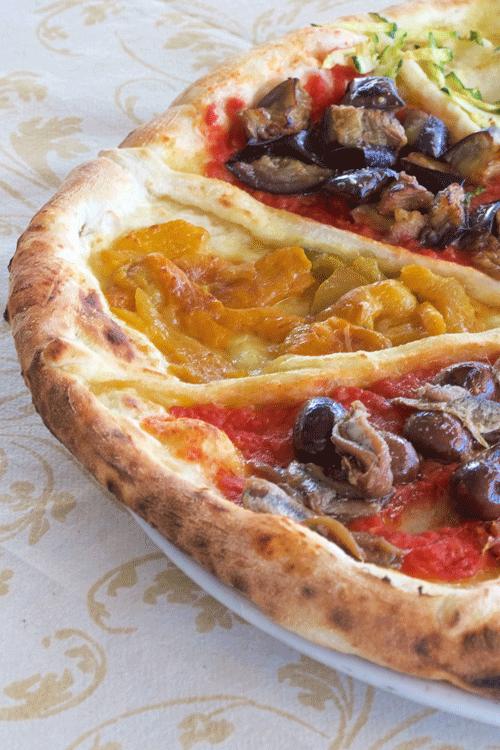 con-acciughe-e-olive,-con-peperoni-e-con-melanzane-a-funghetto