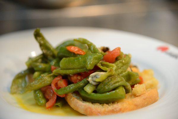 Zuppetta di cozze con fresella e peperoncini verdi di Fiume (4)