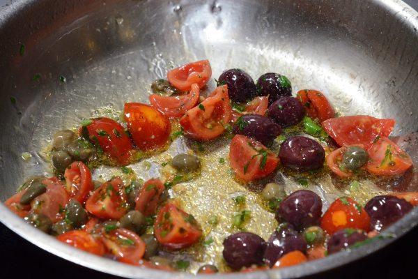 raviolo di baccalà mantecato con olive capperi e pomodorini (1)