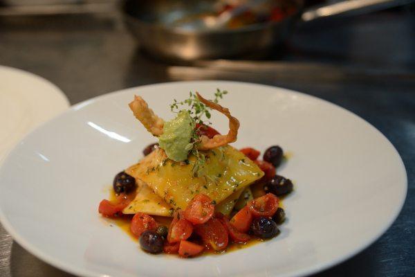 raviolo di baccalà mantecato con olive capperi e pomodorini (7)