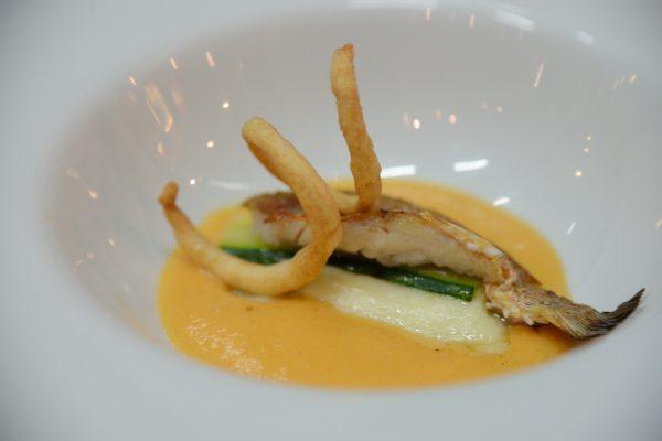 triglia alla parmigiana bianca con zucchine e provola su crema al pomodoro di Sorrento (7)