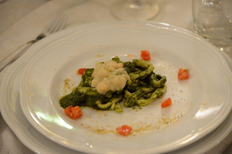 Pettole e fagioli di Controne (Presidio Slow Food) e salsa di cime di broccoli