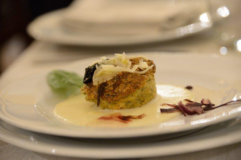 Sformatino di erbette su crema calda di Asiago mezzano DOP e pancetta croccante di maiale nero
