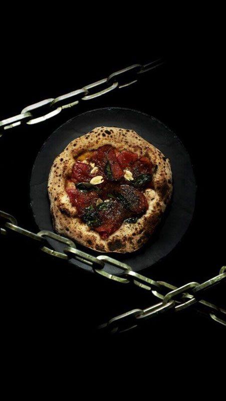 Marinara con pomodori San Marzano e spicchi d'aglio tostati - Gennaro Nasti - Foto Varoli