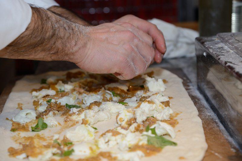 Assaggio di pizza con ragù napoletano e genovese