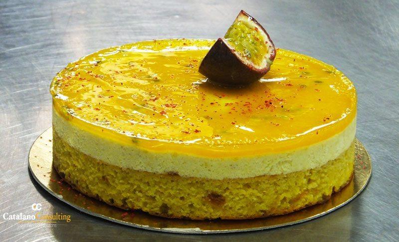 Exotic-orange-cake-con-mousse-di-mango-e-gelée-di-frutto-della-passione