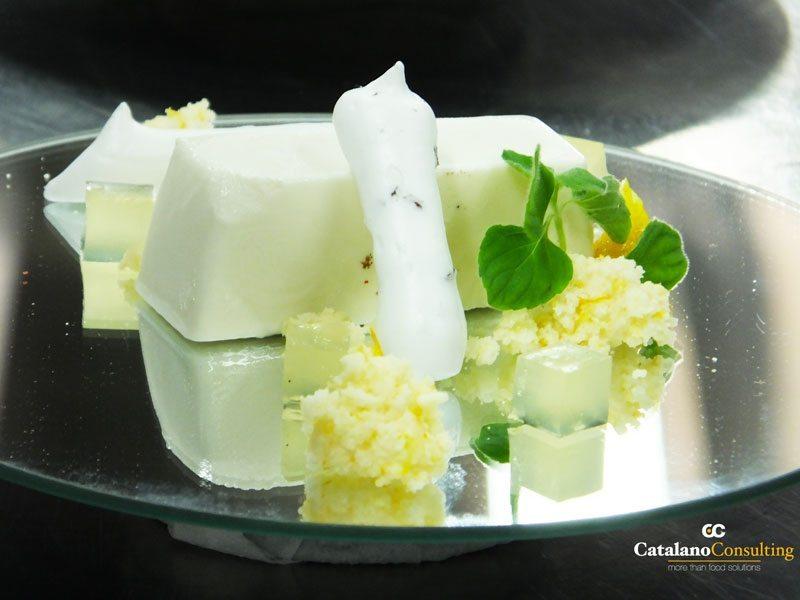 Meringa-con-fave-di-cacao-salata,-panna-cotta-e-limoni-di-Amalfi-in-crema-con-menta-piperita