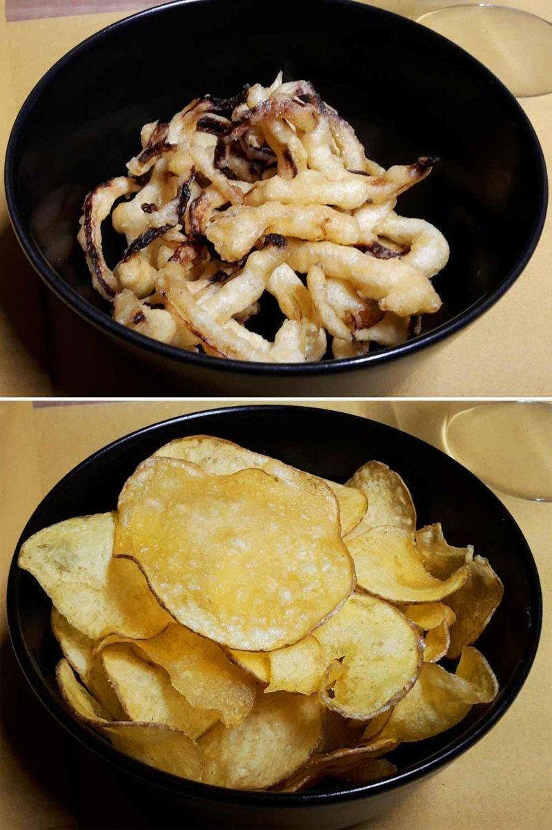 Anelli fritti di cipolla di alice e veli di patate fritte