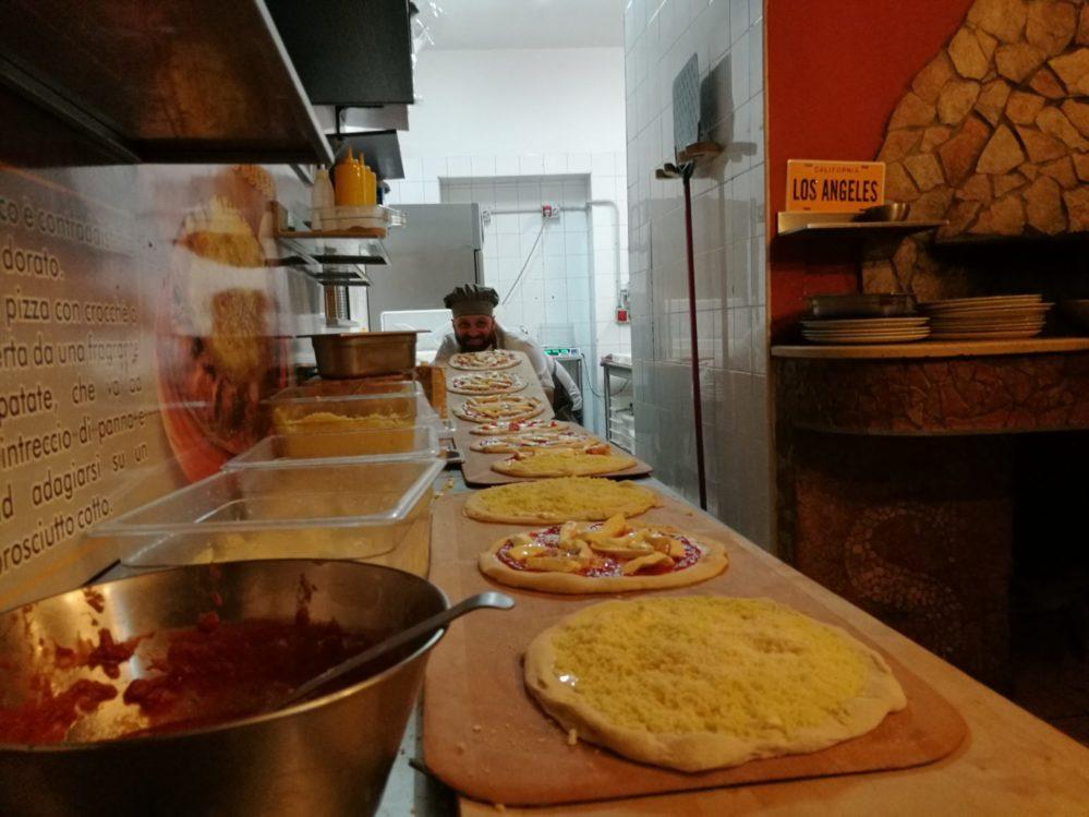 Salvatore Susta alle prese con le pizze