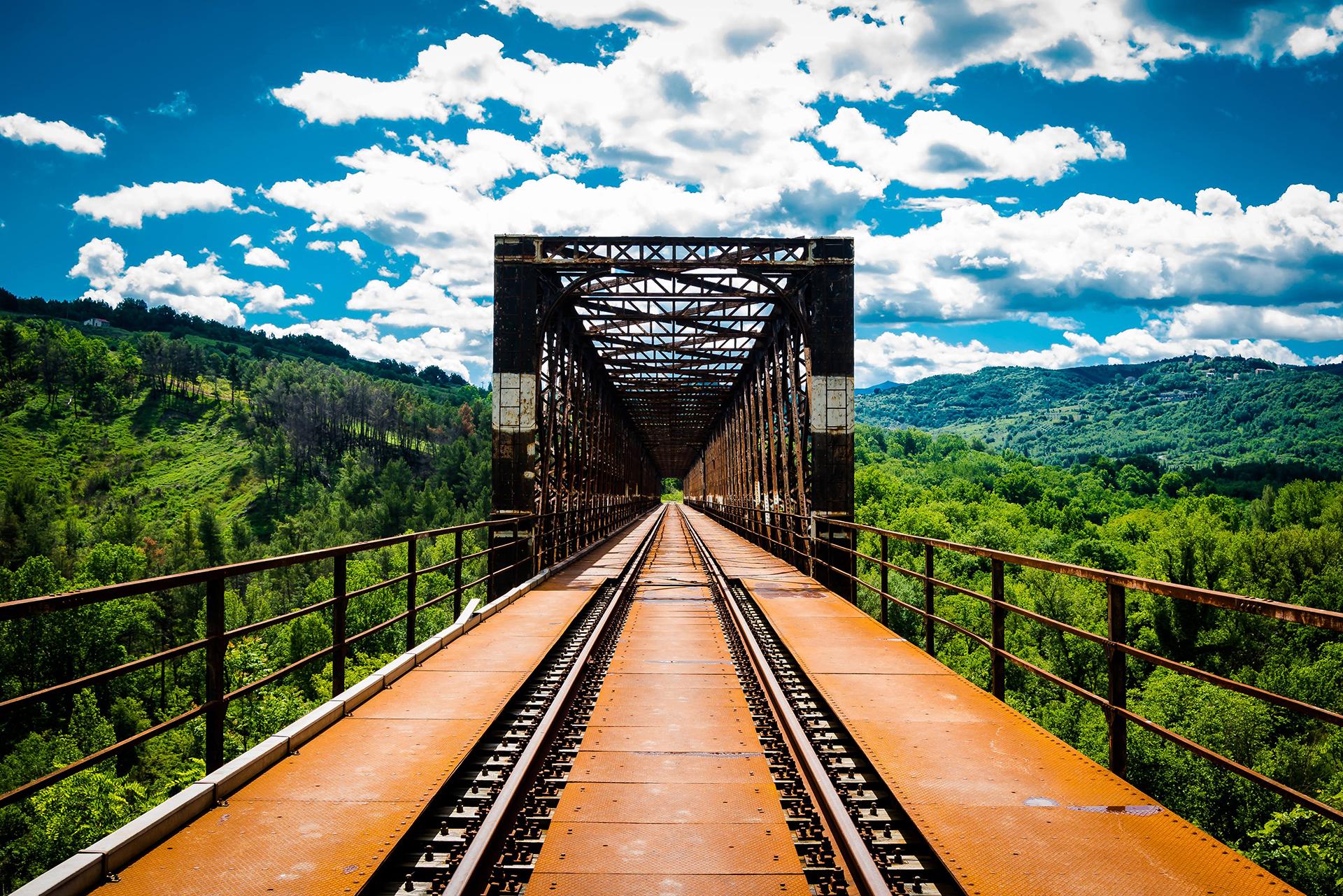 1)Irpinia-Express_Il-treno-delle-tre-docg